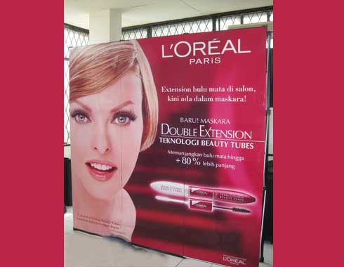 Backwall Indoor Advertising Loreal